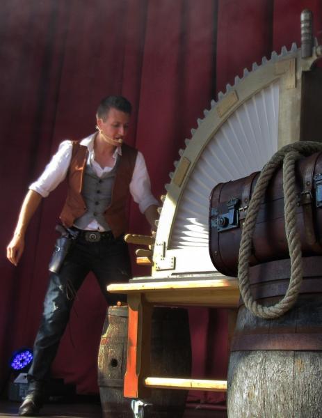 Billy et Dolly Mascotte fraispertuis-city lambert du décors artiste illusionniste Vosges Lorraine grande illusion magie magicien 2